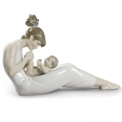 Giggles with Mom Figurine, 41cm