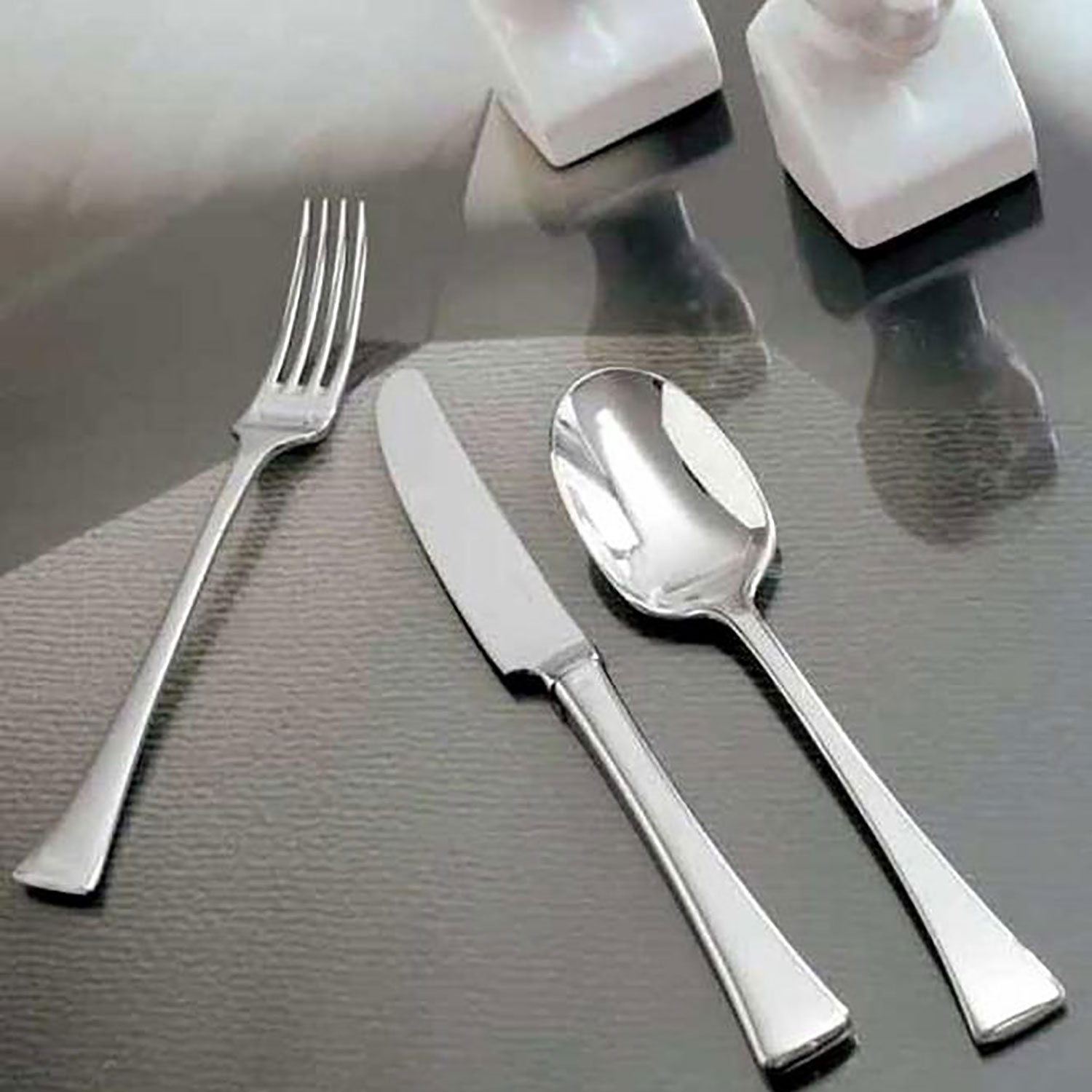 5 Piece Place Setting - Large Spoon/Serrated Knife